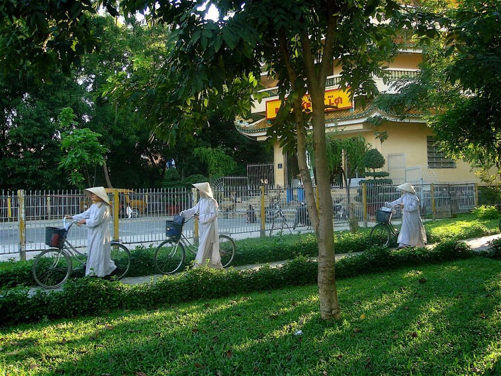 nuns on bikes